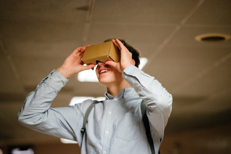 How-Augmented-Reality-Can-Enrich-the-Hospitality-Figure1