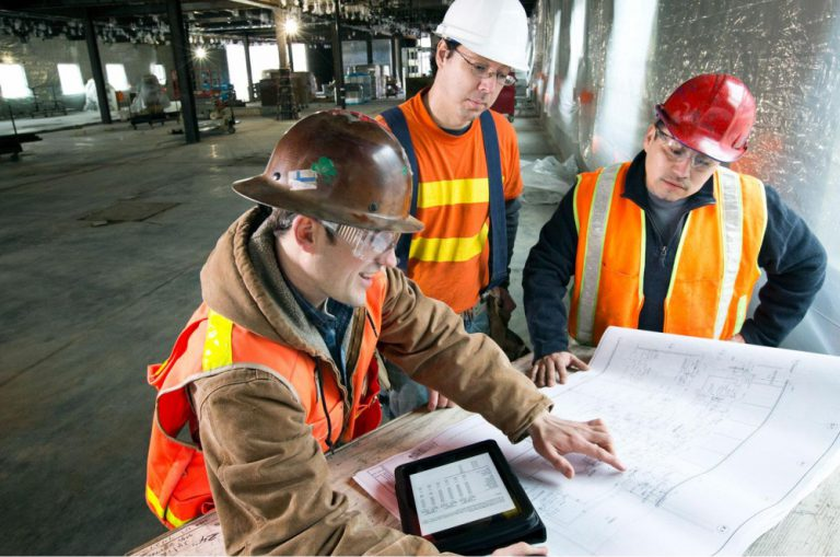 Hassle-Free Management Tools For Commercial Contractors - Featured Image