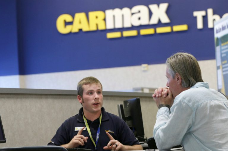 Carmax consultant with customer