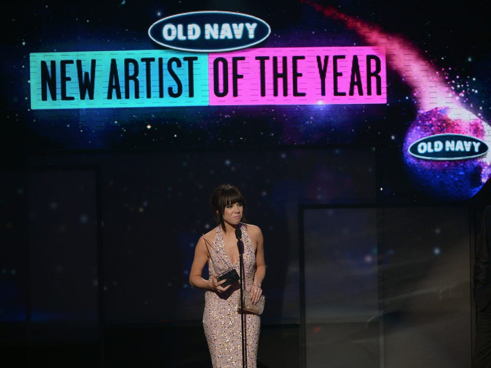 Artist in an event sponsored by Old Navy