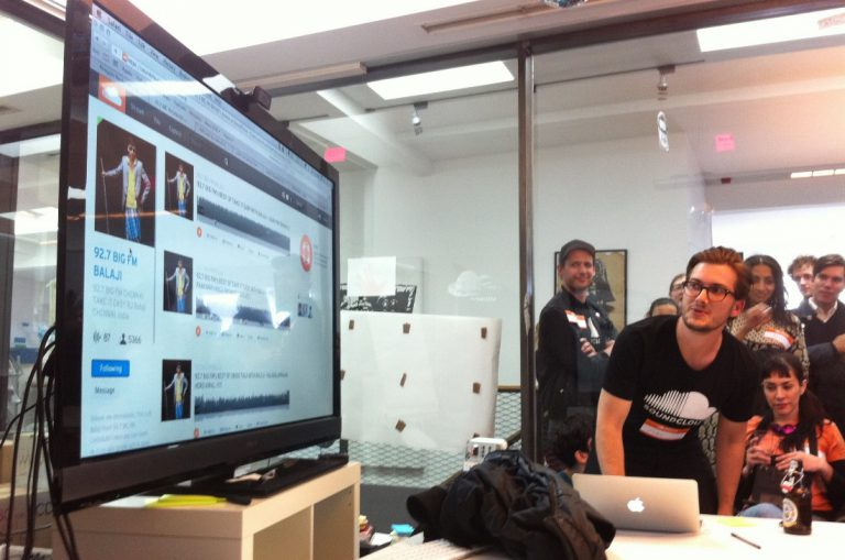 SoundCloud cofounder make demo of their product in the meetup