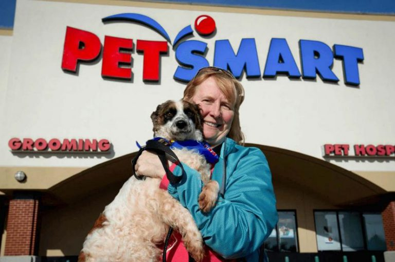 A dog owner stand in front of Petsmart store
