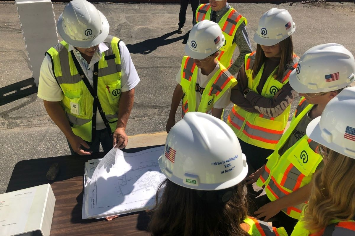 R&O Construction engineers take a job site tour for middle schoolers