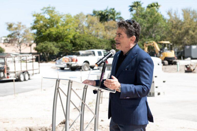 Kaufman Lynn Construction CEO speak in a groundbreaking event