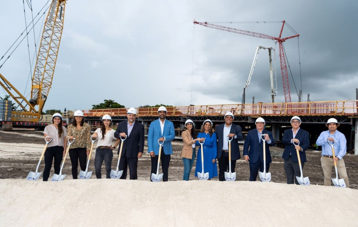 Kaufman Lynn Construction staff in a groundbreaking event
